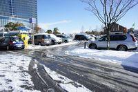 路面の雪は溶けてます