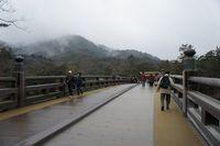 橋の向こうは人の世