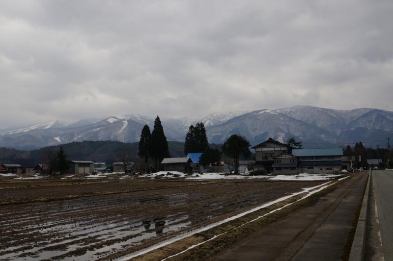 雪山と田園風景