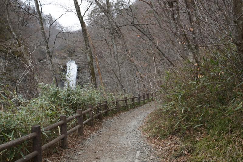 左下には名取川