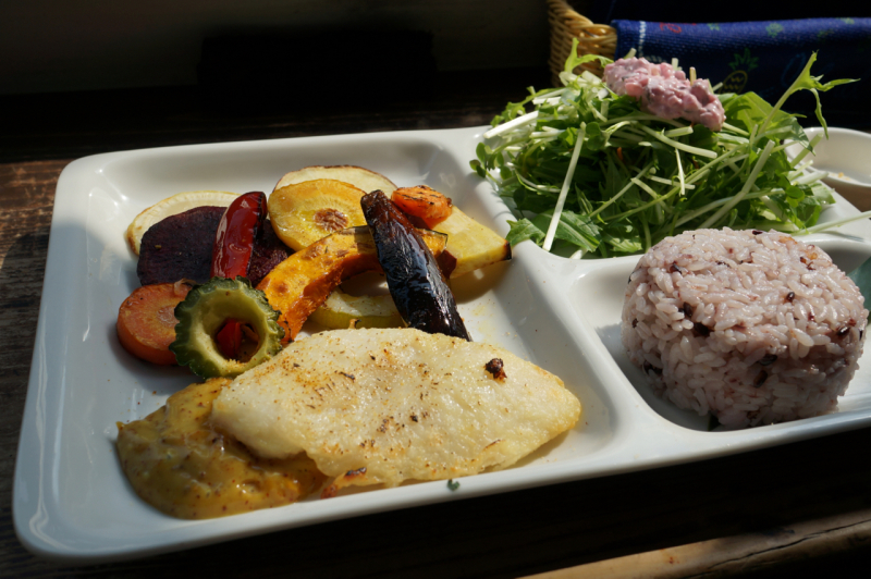 島野菜の素揚げと白身魚のソテー